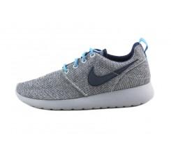 Deportiva gris con símbolo azul con cordón Nike Rosherun