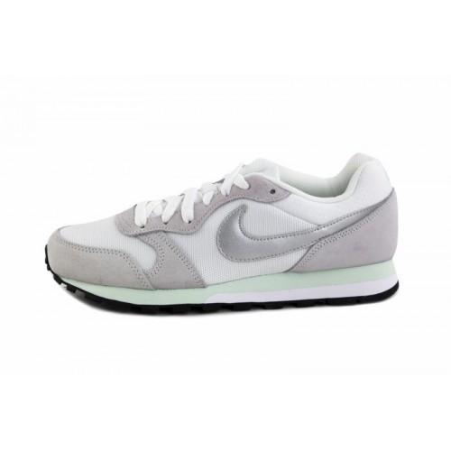 Deportiva blanca con símbolo gris Nike Runner