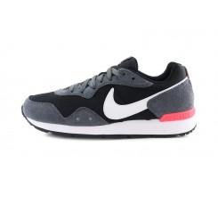 Deportiva negra y gris con cordón  Nike Venture