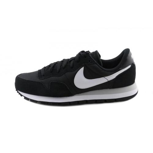 Deportiva negra simbolo blanco Nike Airpegasus