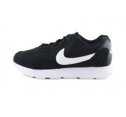 Deportiva negra y blanca con cordón Nike Delfine