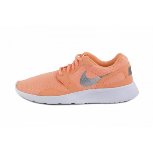 Deportiva naranja con símbolo gris Nike Kaishi