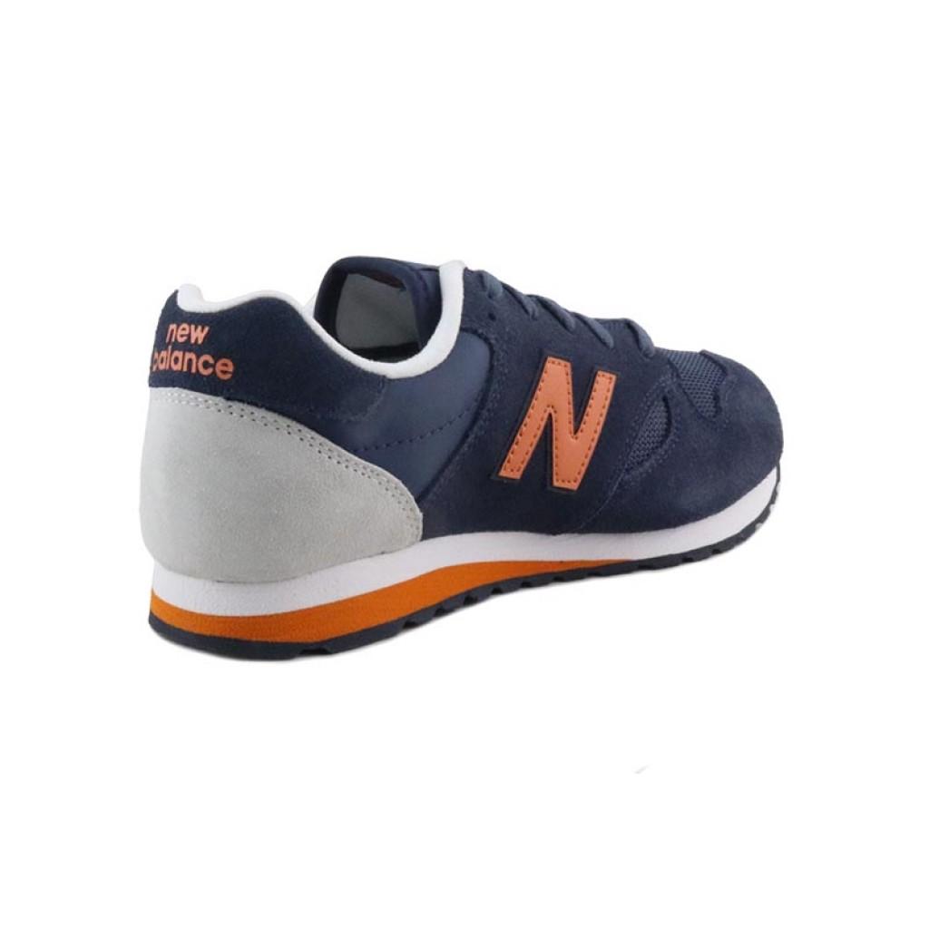 Deportiva ante azul con la N naranja y cordón New Balance