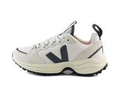 Zapatilla deportiva blanca y negra con cordón Venturi Veja
