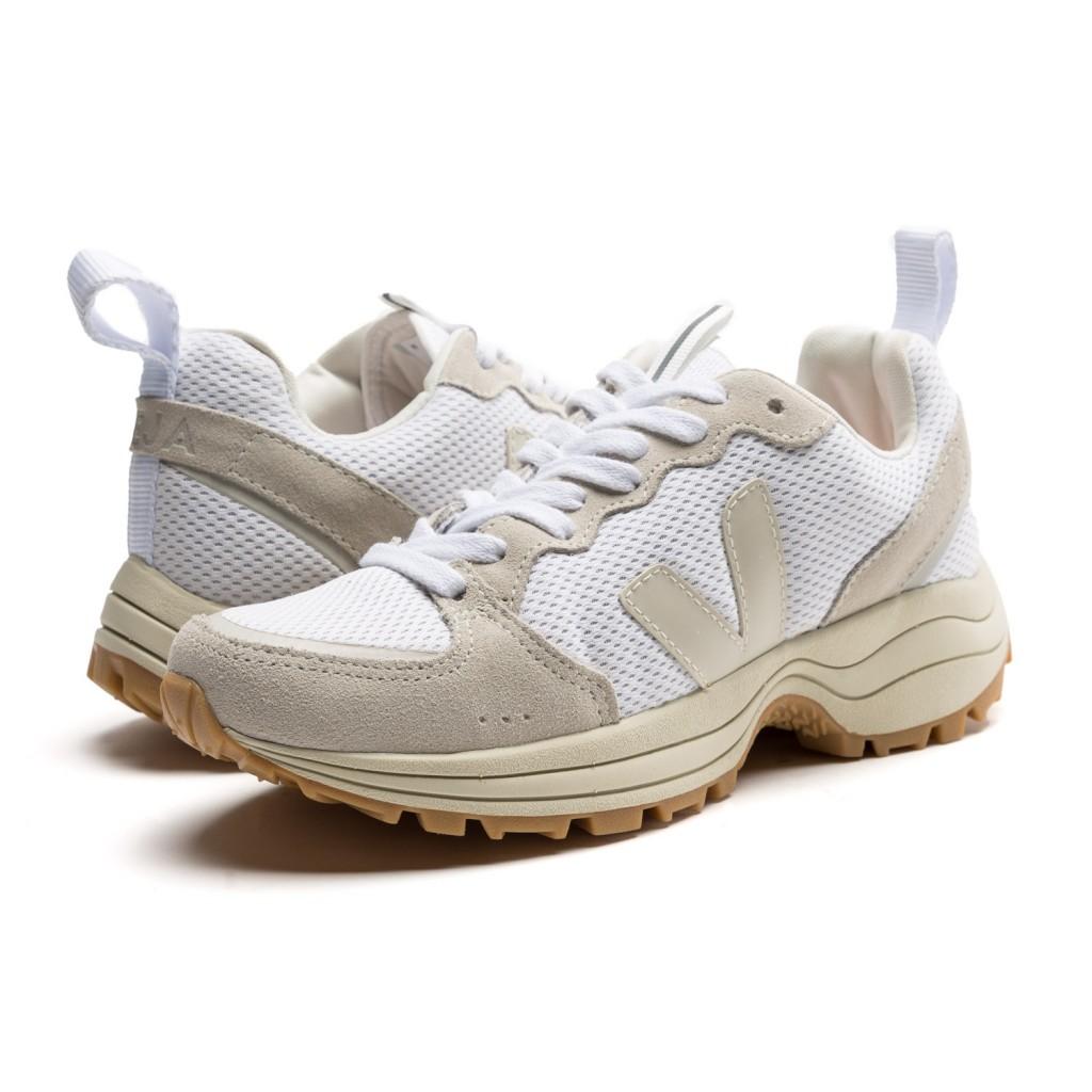 Zapatilla deportiva natural con cordón Venturi Veja