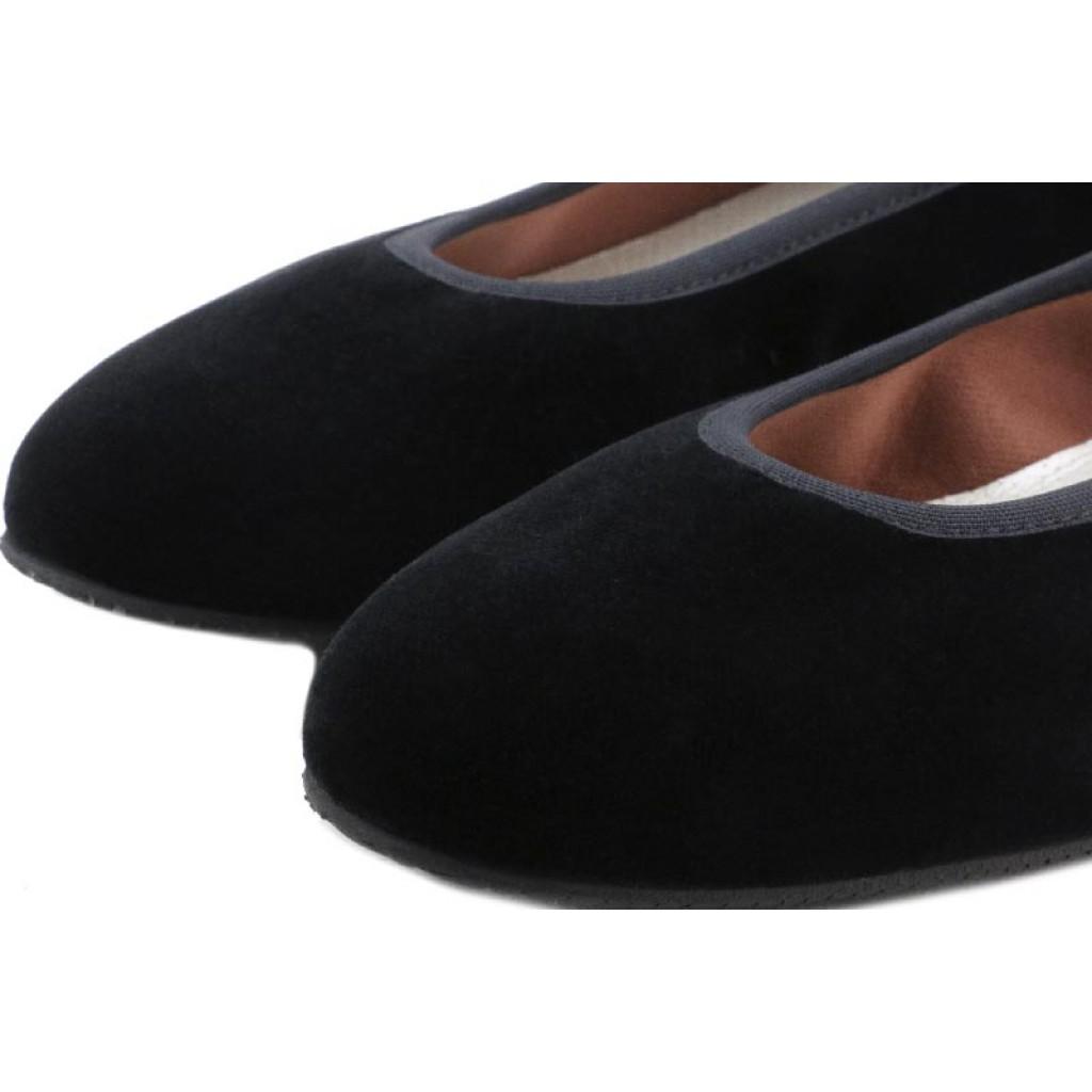 Bailarina en terciopelo negro con cintas al tobillo Jeromín