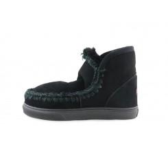 Bota corta forrada en color negro y costura negra y azul Mou