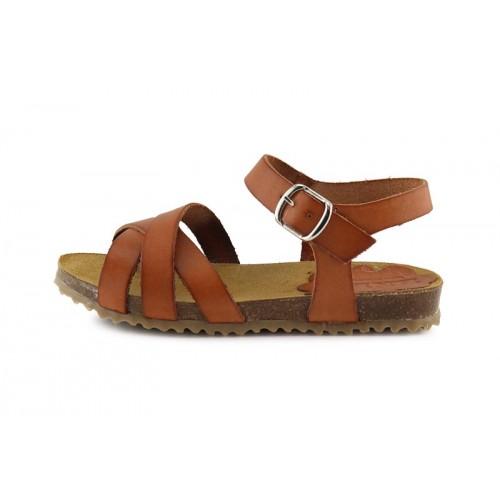 Sandalia piel cuero con tres tiras cruzadas y hebilla Pepa & Cris