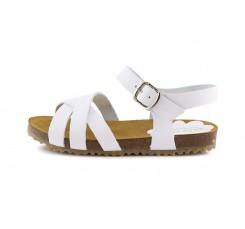 Sandalia piel blanca con tres tiras cruzadas y hebilla Pepa & Cris