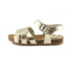 Sandalia piel dorada con tres tiras cruzadas y hebilla Pepa & Cris