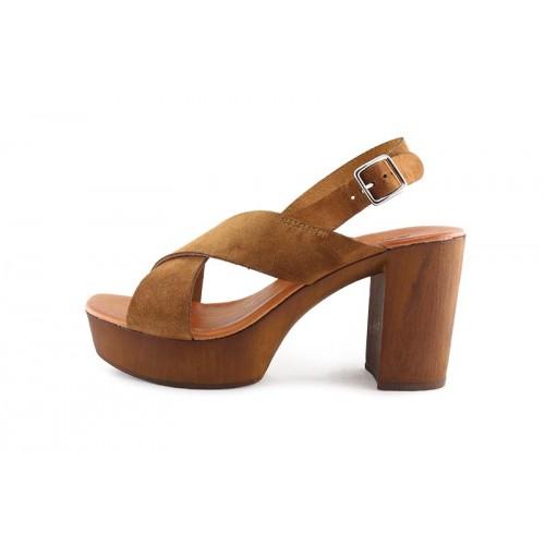 sandalia ante cuero con tiras en cruz y tacón de madera 220v