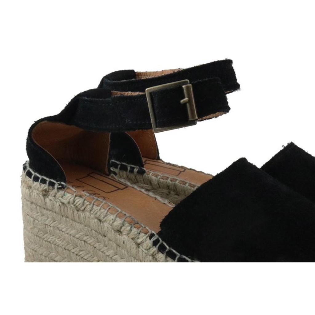 Sandalia abierta ante negro con hebilla y plataforma Pepa y Cris