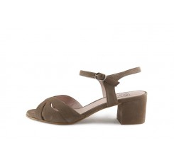 Sandalia taupe tiras cruzadas con tacón bajo Joni
