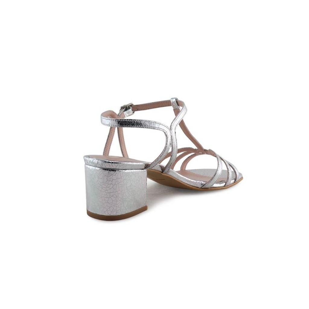 Sandalia plateada con tira en el empeine y tacón Joni