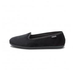 Zapatilla copete en terciopelo negro 104911 Victoria