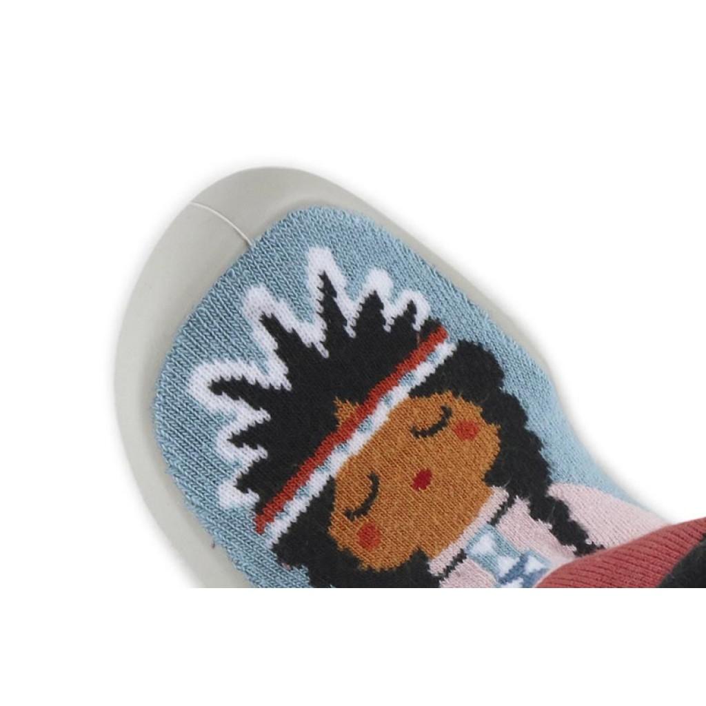 Zapatilla para casa calcetín india celeste/rojo Collegien