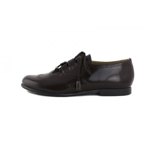 Zapato piel picado brillante marrón cordón cruzado Jeromín