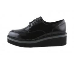 Zapato charol negro codón costura y plataforma Cafe Noir
