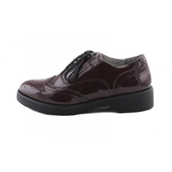 Zapato de charol burdeos picado Cafe Noir